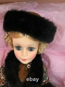 Madame Alexander Natasha #2255 Russian Portrait 1989-90 Doll Fur Hat Cape 21