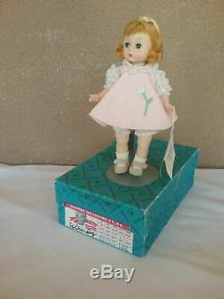 Madame Alexander Wendy kin doll NIB 8 BKW walker box hang tag pet smoke free