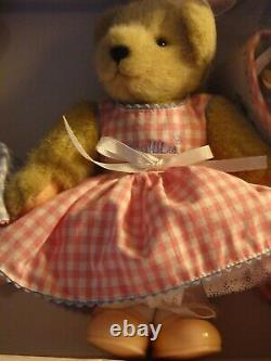 Madame Alexander new doll WENDY AND MUFFY 2004 Rare NEVER TAKEN OUT OF BOX