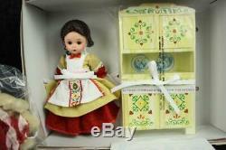 NIB Madame Alexander Doll Old Mother Hubbard 39850 Dog Cupboard MINT