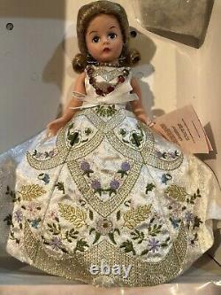 RARE Madame Alexander 33530 Coronation Queen Elizabeth Processional LE. NIB, COA